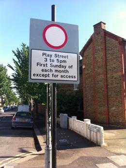 Play Street sign, Brooke Rd