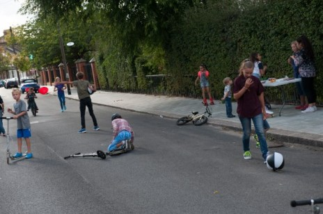 Children playing in Brooke Rd